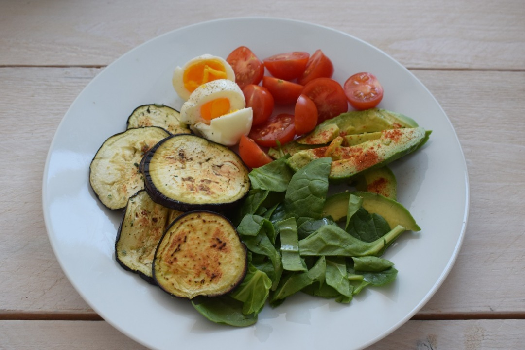 Gezonde salade met gegrilde aubergine 2.jpg